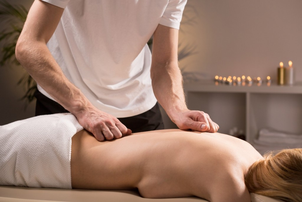 klasična masaža hrbta